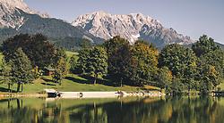 THEMENBILD - der Ritzensee und die Berge, aufgenommen am 29. September 2019 in Saalfelden, Oesterreich // the Ritzensee and the mountains in Saalfelden, Austria on 2019/09/29. EXPA Pictures © 2019, PhotoCredit: EXPA/ JFK