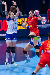 14-12-2018 FRA: Women European Handball Championships Russia - Romania, Paris<br /> First semi final Russia - Romania 28 - 22 / Kseniia Makeeva #19 of Russia, Melinda-Anamaria Geiger #5 of Romania