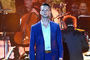 Musical Sing-a-Long rondom het Oosterdok. De Musical Sing-a-Long i s de afsluiting vande Uitmarkt 2017. Het festival in Amsterdam beleeft dit jaar zijn veertigste editie.<br /> <br /> Op de foto:  De cast van De soldaat van Oranje met Sebas Berman als Erik Hazelhoff Roelfzema