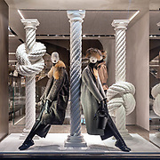 La vetrina invernale di @MaxMara in @BondStreet a Mayfair, il quartiere alla moda nel centro di Londra dove sono presenti i marchi internazioneli più prestigiosi dei beni di lusso.⁠<br /> ⁠<br /> The winter window of @MaxMara in @Bondstreet at Mayfair, the fashion district in Central London where is the most prestigious international luxury brands.⁠