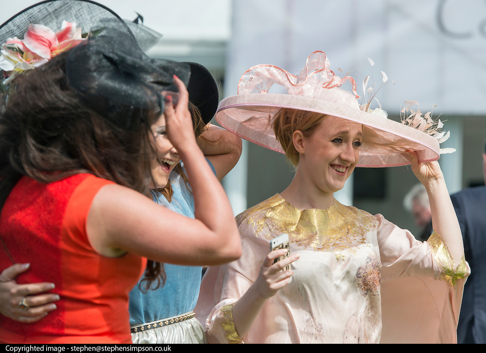 © Licensed to London News Pictures. 06/06/2014. Epsom, UK Ladies Day today 6th June 2012 at Epsom 2014 Investic Derby Festival in Surrey. Traditionally, elegant, fashionable racegoers gather for a classic day's racing at Epsom Racecourse, Surrey. Photo credit : Stephen Simpson/LNP