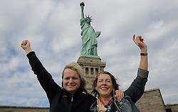 01-01-2013 ALGEMEEN: BVDGF NY MARATHON: NEW YORK <br /> Opweg naar de south Ferry's voor een bezoek aan Ellis Island en Liberty Island is een klein onbewoond eiland in de Haven van New York en New Jersey gelegen in de monding van de Hudson River. Op het eiland staat het wereldberoemde Vrijheidsbeeld / NY item Igna en Petra<br /> ©2013-WWW.FOTOHOOGENDOORN.NL