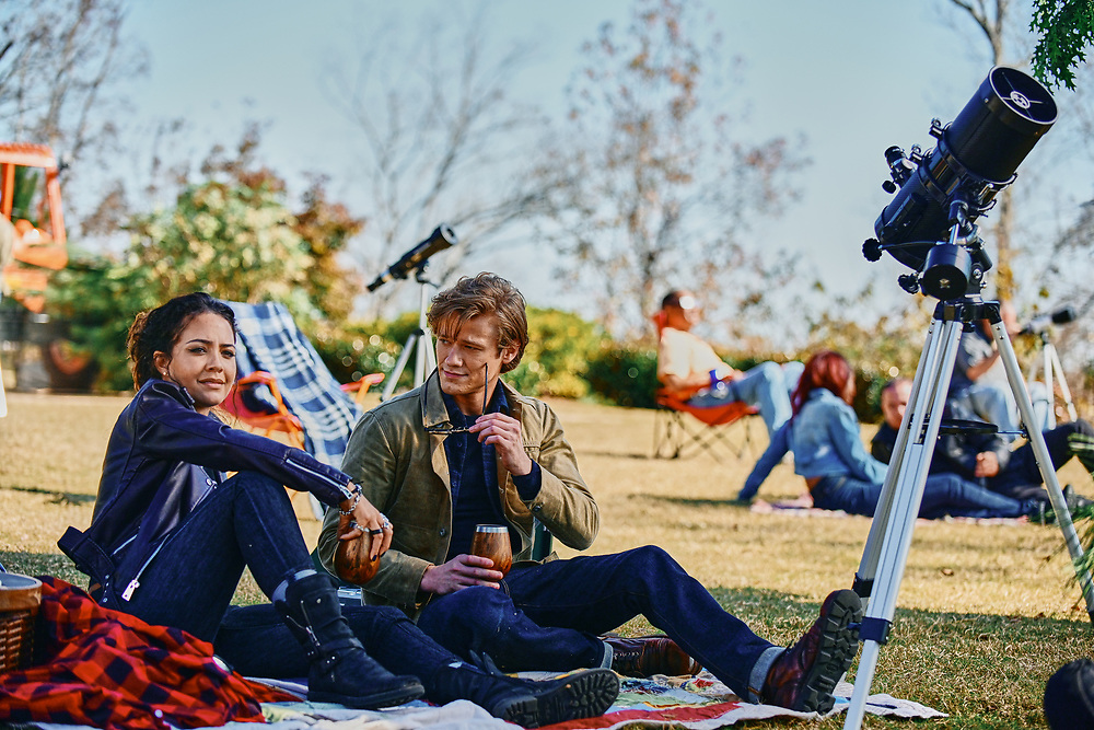 Lucas Till as Angus MacGuyver and Tristin Mays as Riley Davis in the CBS reboot.