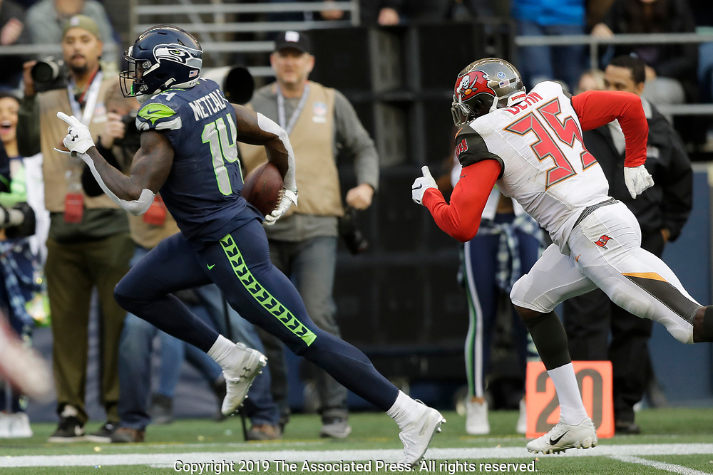 Seattle Seahawks wide receiver DK Metcalf, left, runs to score a touchdown ahead of Tampa Bay Buccaneers defensive back Jamel Dean during the second half of an NFL football game, Sunday, Nov. 3, 2019, in Seattle. (AP Photo/John Froschauer)