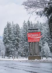 THEMENBILD - ein Pylon der Wildkogel Arena in Neukirchen am Straßenrand mit verschneiten Nadelbäumen, aufgenommen am 08. Februar 2021 in Neukirchen am Großvenediger, Oesterreich // a pylon of the Wildkogel Arena in Neukirchen at the roadside with snow-covered conifers, in Neukirchen am Großvenediger, Austria on 2021/02/08. EXPA Pictures © 2021, PhotoCredit: EXPA/Stefanie Oberhauser