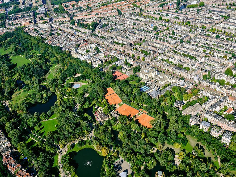 Nederland, Noord-Holland, Amsterdam, 02-09-2020; overzicht Vondelpark met tennisvelden (Kattenlaan en Festina). Oud-West met de Overtoom (rechts).<br /> Overview Vondelpark with tennis courts (Kattenlaan and Festina). Oud-West with the Overtoom.<br /> <br /> luchtfoto (toeslag op standard tarieven);<br /> aerial photo (additional fee required);<br /> copyright foto/photo Siebe Swart