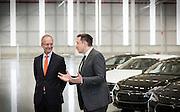 Elon Musk van Tesla en minister Kamp bij de opening van de nieuwe Tesla-fabriek in Tilburg.