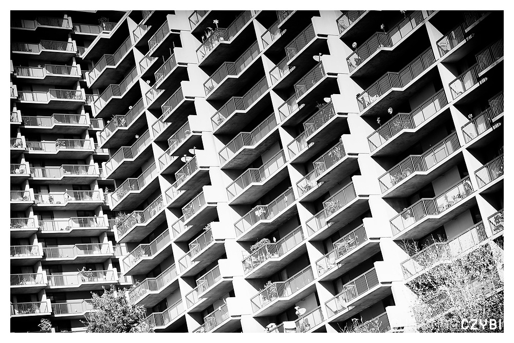 The Streets of Los Angeles: Apartment Building in Downtown
