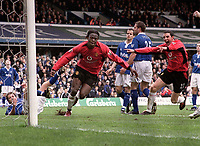 Fotball<br /> Foto: Andrew Cowie, Digitalsport<br /> Norway Only<br /> <br /> Louis Saha (Utd) celebrates his winning goal with John O'Shea (right). Birmingham City (1) v Manchester United (2). 10/4/2004.