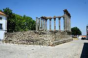 Evora is een stad in het zuidoosten van Portugal, en is de hoofdstad van het gelijknamige district in de regio Alentejo. Het historische centrum van de stad is in 1986 opgenomen op de Werelderfgoedlijst van de UNESCO.<br /> De Romeinse tempel van Évora, Templo de Diana, met Korinthische zuilen.<br /> <br /> Evora is a city in southeastern Portugal, and is the capital of the district of the same name in the Alentejo region. The historic center of the city was added to the UNESCO World Heritage List in 1986. The Roman temple of Évora, Templo de Diana, with Corinthian columns.