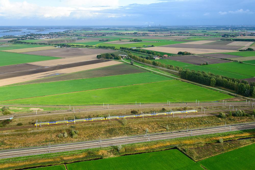 Nederland, Noord-Brabant, Gemeente Moerdijk, 23-10-2013; Infrabundel, combinatie van spoorlijn van de HSL met gewone spoorlijn. Dubbeldekstrein onderweg naar Moerdijk.<br /> <br /> luchtfoto (toeslag op standard tarieven);<br /> aerial photo (additional fee required);<br /> copyright foto/photo Siebe Swart