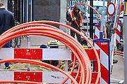 Nederland, Nijmegen, 20-2-2014Turkse werknemers leggen glasvezelkabel in het centrum van de stad voor Tele2.eerst een brede buis waarin later de afzonderlijke draden getrokken worden.Foto: Flip Franssen/Hollandse Hoogte