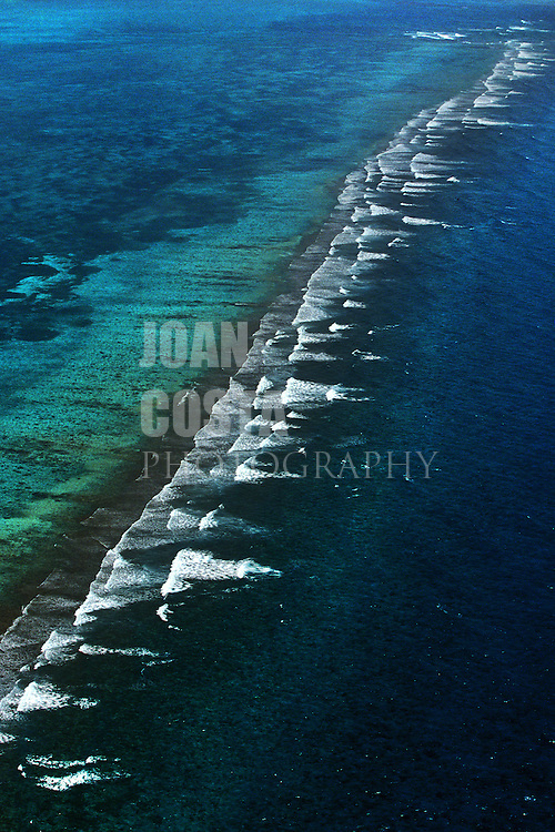 BELIZE / Aereal view of the coral barrier...© JOAN COSTA