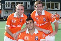 BLOEMENDAAL - De Australiers Chris Ciriello (m) , Fergus Kavanagh (r) en Matthew Swann (l) HC Bloemendaal , seizoen 2012-2013. COPYRIGHT KOEN SUYK