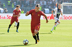September 23, 2017 - Rome, Italy - Radja Nainggolan during the Italian Serie A football match between A.S. Roma and Udinese at the Olympic Stadium in Rome, on september 23, 2017. (Credit Image: © Silvia Lore/NurPhoto via ZUMA Press)