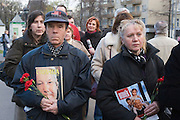 Moscow, Russia, 24/04/2007..The body of former Russian President Boris Yeltsin lies in state in the Cathedral of Christ the Saviour as mourners visit to pay their last respects. Mourners carry flowers and old magazines with Yeltsin's face on the cover.