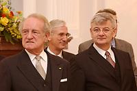 15 JAN 2003, BERLIN/GERMANY:<br /> Johannes Rau (L), Bundespraesident, und Joschka Fischer (R), B90/Gruene, Bundesuassenminister, waehrend dem Neujahrsempfang des Bundespraesidenten fuer das Diplomatische Korps im Schloss Bellevue<br /> IMAGE: 20030115-02-013<br /> KEYWORDS: Diplomaten