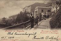 Pozdrav iz Zagreba : Štrossmajerovo šetalište = Promenade de Strossmajer. <br /> <br /> ImpresumZagreb : Naklada tiskare A. Brusina, [1900].<br /> Materijalni opis1 razglednica : tisak ; 8,8 x 13,8 cm.<br /> NakladnikTiskara A. Brusina<br /> Vrstavizualna građa • razglednice<br /> ZbirkaGrafička zbirka NSK • Zbirka razglednica<br /> Formatimage/jpeg<br /> PredmetZagreb –– Šetalište Josipa Jurja Strossmayera<br /> SignaturaRZG-STR-1<br /> Obuhvat(vremenski)19. stoljeće • 20. stoljeće<br /> NapomenaRazglednica je putovala 1900. godine • Poleđina razglednice namijenjena je samo za adresu.<br /> PravaJavno dobro<br /> Identifikatori000952559<br /> NBN.HRNBN: urn:nbn:hr:238:202296 <br /> <br /> Izvor: Digitalne zbirke Nacionalne i sveučilišne knjižnice u Zagrebu
