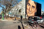20210903 / URUGUAY / MONTEVIDEO /       Antonio Grompone en un mural del artista José Gallino, que firma como Gallino Art, en la fachada norte del Instituto de Profesores Artigas, IPA. . Foto: Ricardo Antúnez / adhocFOTOS