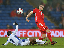 Wales' Sam Vokes (right) and Panama's Manuel Vargas battle for the ball