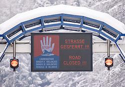 THEMENBILD - Nach dem Einsturz einer Halle in Lienz aufgrund der Schneemassen und einigen Lawinenabgängen auf Straßen hat sich am Sonntagvormittag die Situation in Osttirol leicht entspannt. Die massiven Schneefälle haben aufgehört. die Felbertauernstrasse ist aber nach wie vor gesperrt. Hier im Bild: Strassensperre der B108 Felbertauernstrasse bei Matrei in Osttirol, Österreich am Sonntag, 3. Januar 2021 // After the collapse of a hall in Lienz due to the masses of snow and some avalanches on roads, the situation in East Tyrol has eased slightly on Sunday morning. The massive snowfalls have stopped. but the Felbertauern road is still closed. Here in the picture: road closure of the B108 Felbertauernstrasse near Matrei in East Tyrol, Austria on Sunday, January 3, 2021. EXPA Pictures © 2021, PhotoCredit: EXPA/ Johann Groder
