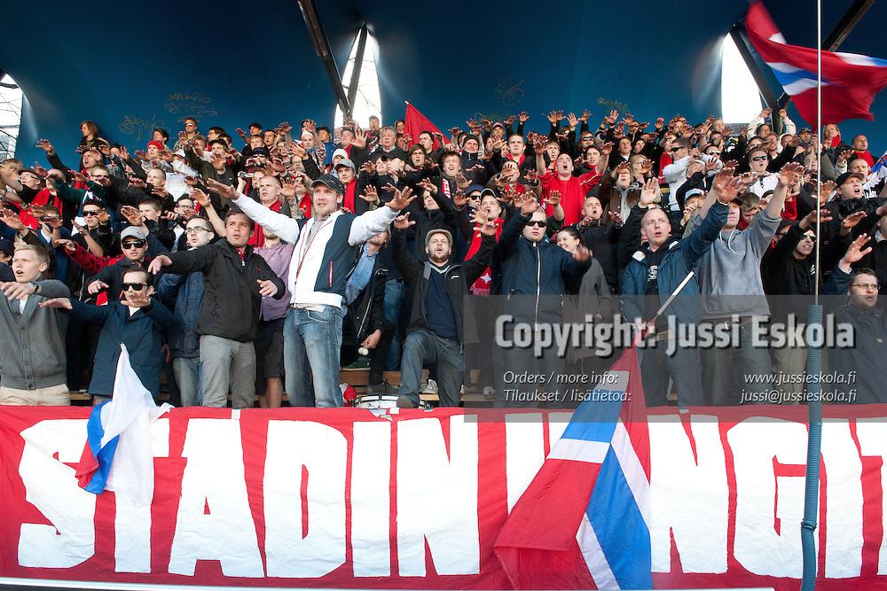 HIFK-fanit. Stadin kingit. HIFK - Viikingit. Ykkönen. Brahen kenttä, Helsinki 28.4.2011. Photo: Jussi Eskola