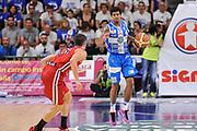 DESCRIZIONE : Campionato 2014/15 Dinamo Banco di Sardegna Sassari - Olimpia EA7 Emporio Armani Milano Playoff Semifinale Gara3<br /> GIOCATORE : Edgar Sosa<br /> CATEGORIA : Palleggio<br /> SQUADRA : Dinamo Banco di Sardegna Sassari<br /> EVENTO : LegaBasket Serie A Beko 2014/2015 Playoff Semifinale Gara3<br /> GARA : Dinamo Banco di Sardegna Sassari - Olimpia EA7 Emporio Armani Milano Gara4<br /> DATA : 02/06/2015<br /> SPORT : Pallacanestro <br /> AUTORE : Agenzia Ciamillo-Castoria/L.Canu