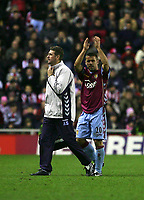 Photo: Andrew Unwin.<br />Sunderland v Aston Villa. The Barclays Premiership.<br />19/11/2005.<br />Aston Villa's Kevin Phillips (R) applauds the crowd as he leaves the field to be substituted.