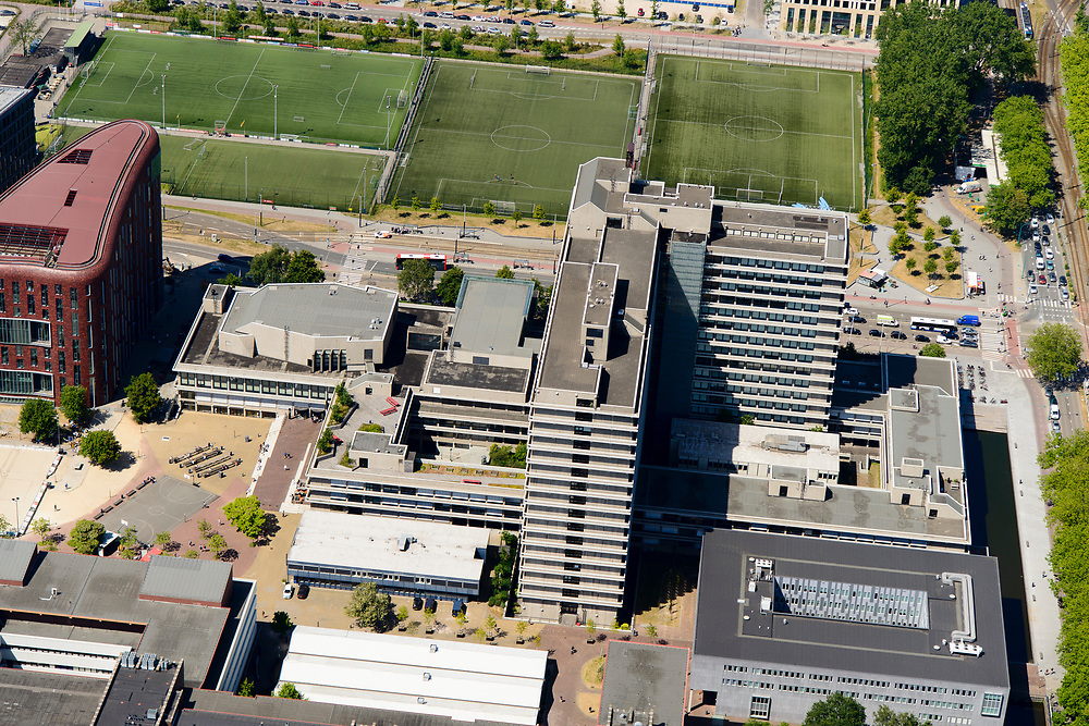 Nederland, Noord-Holland, Amsterdam-Buitenveldert, 29-06-2018; Kenniskwartier Zuid-as met Campus van de Vrije Universiteit VU en VU Medisch Centrum (VUMC), onderdeel Amsterdam UMC- lokatieVUmc.<br /> University VU campus and medical centre, university hospital.<br /> <br /> luchtfoto (toeslag op standard tarieven);<br /> aerial photo (additional fee required);<br /> copyright foto/photo Siebe Swart