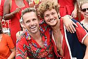 De jaarlijkse Canal Parade is onderdeel van de Amsterdam Gay Pride. Tijdens dit evenement vieren lesbiennes, homos, biseksuelen en transgenders (LHBT) dat ze mogen zijn wie ze zijn en mogen houden van wie ze willen. <br /> <br /> The annual Canal Parade is part of the Amsterdam Gay Pride. During this event lesbians, homosexuals, bisexuals and transgenders (LGBT) celebrate that they can be who they are and are allowed to love who they want.<br /> <br /> Op de foto / On the photo:  Patrick Martens en Soy Kroon