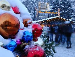 15.12.2010, Innere Stadt, Wien, AUT,  Wien Feature, im Bild Wiener Christkindlmarkt / Weihnachtsmarkt vor dem Rathaus im Ersten Wiener Gemeindebezirk// EXPA Pictures © 2010, PhotoCredit: EXPA/ M. Gruber