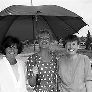 NLD/Huizen/19910812 - Ondertekening verdrag tussen de VVV en de gemeente Huizen, hostessen