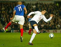 Fotball<br /> Premier League England 2004/2005<br /> 18.10.2004<br /> Foto: BPI/Digitalsport<br /> NORWAY ONLY<br /> <br /> Portsmouth v Tottenham Hotspur<br /> <br /> Michael Carrick beats Nigel Quashie to the ball