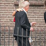 NLD/Huizen/20180818 - uitvaart Bert Verwelius, Jan des Bouvrie met dochter Nathalie van Eijkeren - Verwelius