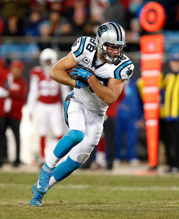 CHARLOTTE, NC - JAN 24:  Tight end Greg Olsen #88 of the Carolina Panthers runs after a catch during the NFC Championship game against the Arizona Cardinals at Bank of America Stadium on January 24, 2016 in Charlotte, North Carolina.