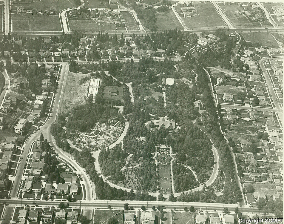 1926 Aerial view of Arthur Letts' home at 4931 Franklin Ave.