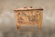Minoan  pottery larnax coffin chest with fstylised floral decorations,  Episkopi-Lerapetra 1350-1250 BC, Heraklion Archaeological  Museum. .<br /> <br /> If you prefer to buy from our ALAMY PHOTO LIBRARY  Collection visit : https://www.alamy.com/portfolio/paul-williams-funkystock/minoan-art-artefacts.html . Type -   Heraklion   - into the LOWER SEARCH WITHIN GALLERY box. Refine search by adding background colour, place, museum etc<br /> <br /> Visit our MINOAN ART PHOTO COLLECTIONS for more photos to download  as wall art prints https://funkystock.photoshelter.com/gallery-collection/Ancient-Minoans-Art-Artefacts-Antiquities-Historic-Places-Pictures-Images-of/C0000ricT2SU_M9w
