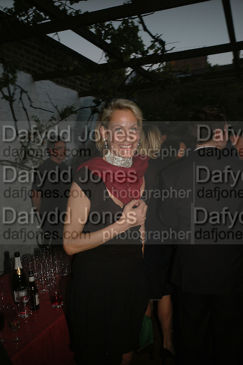 Leonie Frieda, BOOK PARTY FOR TABATHA'S CODE BY MATTHEW D'ANCONA. Spectator. Doughty St. London. 11 May 2006. ONE TIME USE ONLY - DO NOT ARCHIVE  © Copyright Photograph by Dafydd Jones 66 Stockwell Park Rd. London SW9 0DA Tel 020 7733 0108 www.dafjones.com