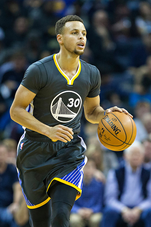MEMPHIS, TN - DECEMBER 10:  Stephen Curry #30 of the Golden State Warriors dribbles down the court during a game against the Memphis Grizzlies at the FedExForum on December 10, 2016 in Memphis, Tennessee.  The Grizzlies defeated the Warriors 110-89.  NOTE TO USER: User expressly acknowledges and agrees that, by downloading and or using this photograph, User is consenting to the terms and conditions of the Getty Images License Agreement.  (Photo by Wesley Hitt/Getty Images) *** Local Caption *** Stephen Curry