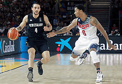 02.09.2014, City Arena, Bilbao, ESP, FIBA WM, USA vs Neuseeland, im Bild USA's Derrick Rose (r) and New Zealand's Lindsay Tait // during FIBA Basketball World Cup Spain 2014 match between USA and New Zealand at the City Arena in Bilbao, Spain on 2014/09/02. EXPA Pictures © 2014, PhotoCredit: EXPA/ Alterphotos/ Acero<br /> <br /> *****ATTENTION - OUT of ESP, SUI*****