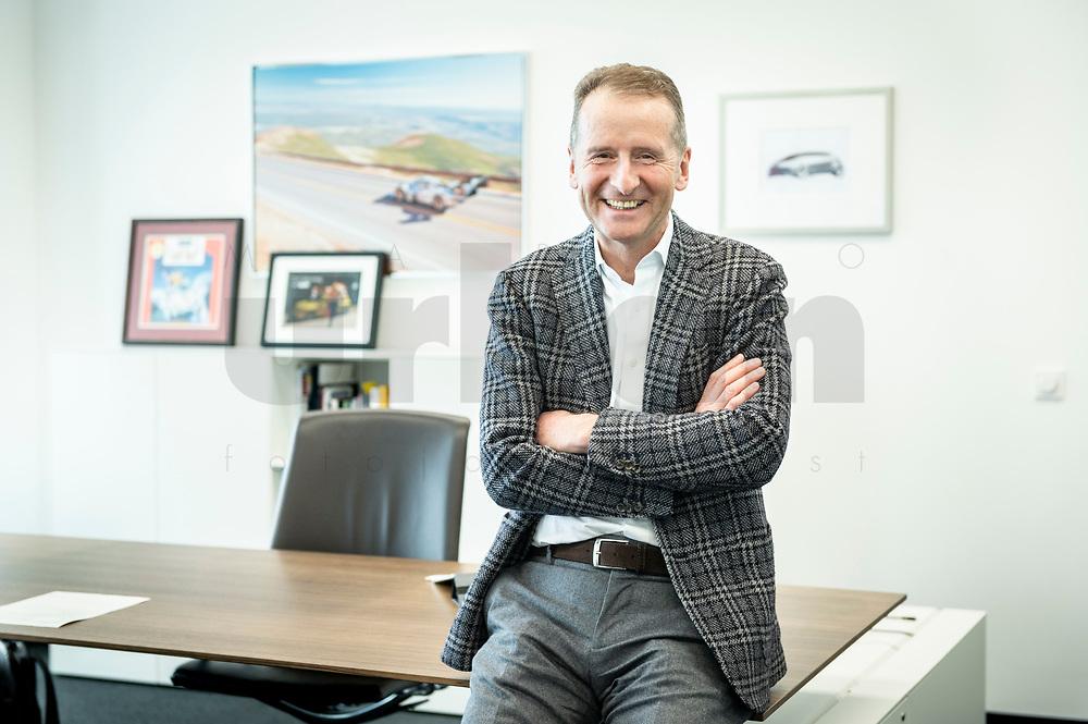 30 MAR 2020, WOLFSBURG/GERMANY:<br /> Herbert Diess, Vorstandsvorsitzender Volkswagen AG, in seinem Buero, VW Konzernzentrale<br /> IMAGE: 20200330-01-067<br /> KEYWORDS: Büro