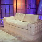 NLD/Hilversum/20110326 - 9de Liveshow Sterren Dansen op het IJs, de beroemde bank van de show