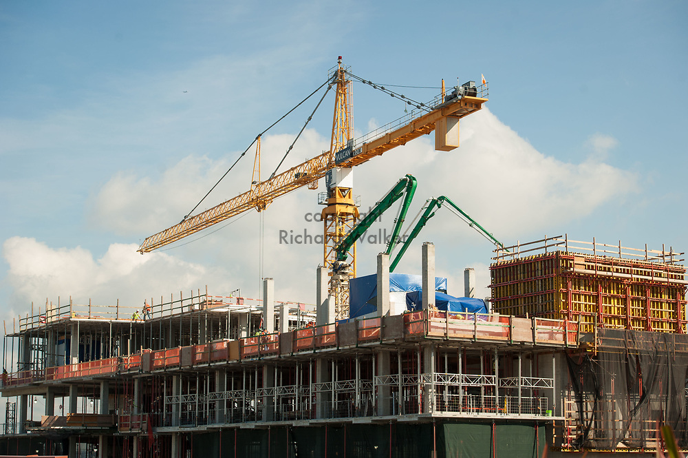 2017 SEPTEMBER 22 - Construction crane and construction work on UW Medicine Phase 3.2 on Dexter Ave N in South Lake Union, Seattle, WA, USA. By Richard Walker