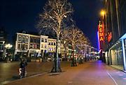 Nederland, Nijmegen, 24-12-2020 Lockdown in Nederland tijdens de dag voor kerstmis. De niet essentiele winkels zijn dicht. Kerstversiering hangt in de straten. Het is stil en leeg in de stad vlak voor kerstavond. Ook de HEMA moest de deuren sluiten, maar is wel overgenomen door een nieuwe eigenaar. .Foto: Flip Franssen