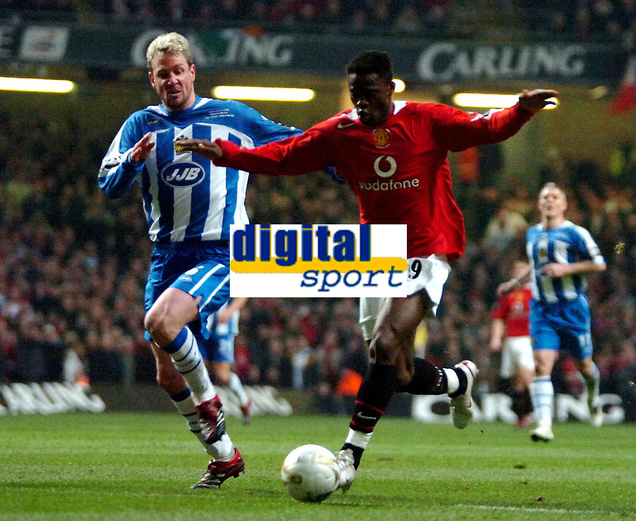 Photo: Ed Godden.<br />Manchester United v Wigan Athletic. The Carling Cup Final. 26/02/2006. Louis Saha (R)  surges forward.