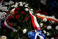 Jedwabne, woj podlaskie, 11.07.2021. Obchody 80. rocznicy mordu na Zydach w Jedwabnem. Ze wzgledu na przypadajacy w sobote (10.07) szabat (zabronione jest m.in podrozowanie w czasie szabatu), obchody zostaly przesuniete na niedziele (11.07). W tym roku, z powodu pandemii koronawirusa, nie bylo oficjalnej uroczystosci. Przedstawiciele Zarzadu Gminy Wyznaniowej Zydowskiej w Warszawie i Czlonkowie Gminy oraz Naczelny Rabin Polski modlili sie indywidualnie za ofiary zbrodni. 10 lipca 1941 roku z rak polskich sasiadow zginelo co najmniej 340 osob narodowosci zydowskiej , ktore zostaly zywcem spalone w stodole. W 2001 r zostal odsloniety pomnik, przy ktorym co roku odbywaja sie uroczystosci upamietniajace te zbrodnie. N/z wieniec od marszalek Sejmu Elzbiety Witek fot Michal Kosc / AGENCJA WSCHOD
