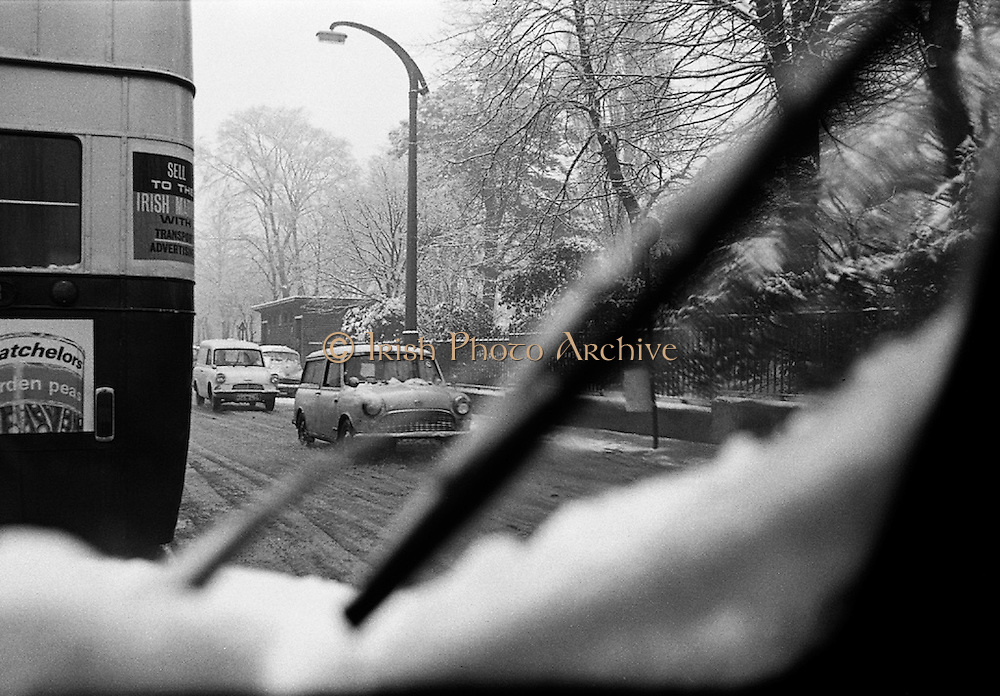 Snow holds up traffic<br /> 09.02.1968