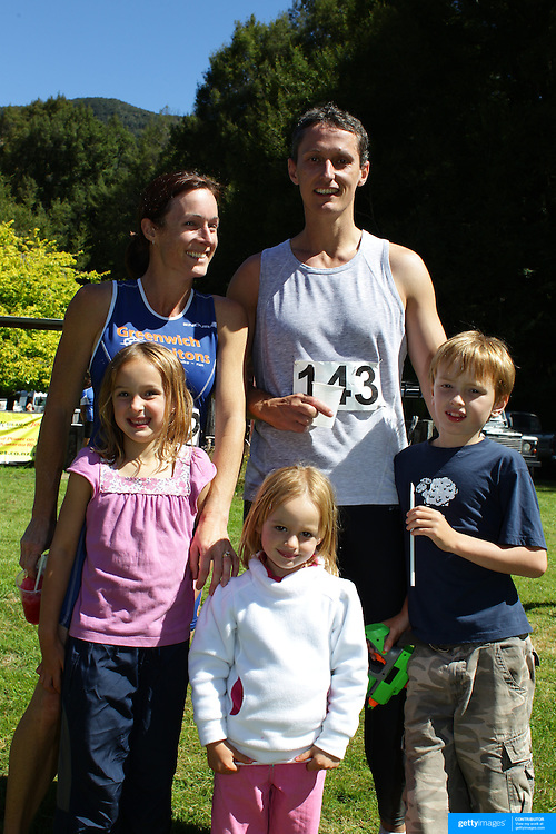 Ray and Janet Key from Frankton with their children Olivia, 6, Sasha, 3 and Olivia, 6, at the Paradise Triathlon and Duathlon series  Paradise, Glenorchy, South Island, New Zealand. 18th February 2012. Photo Tim Clayton