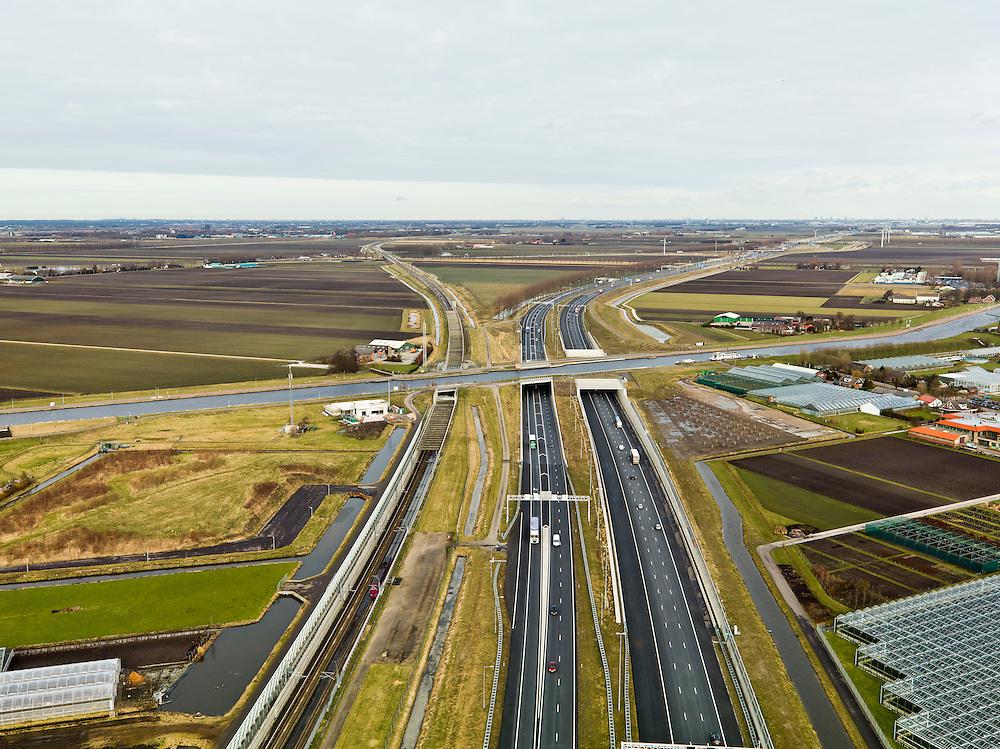 Nederland, Noord-Holland, Ringvaart Haarlemmermeer, 20-02-2012; drie parallel gelegen aquaducten onder de ringvaart van de Haarlemmermeer. Thalys rijdt in aquaduct voor de hogesnelheidslijn HSL-Zuid (li). In het midden het historische (oude) aquaduct van de A4. Aan de horizon Hoofddorp en Schiphol..three parallel aqueducts situated crossing the canal of Haarlemmermeer. Aqueduct for the high speed line HSL (left), in the middle of the historic (old) aqueduct of the A4. On the horizon Hoofddorp and Schiphol..luchtfoto (toeslag), aerial photo (additional fee required).copyright foto/photo Siebe Swart