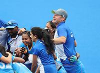 TOKIO - Vreugde bij coach Sjoerd Marijne (IND) en de speelsters van India  na de hockeywedstrijd in de kwartfinale wedstrijd dames , Australie-India (0-1),   tijdens de Olympische Spelen van Tokio 2020. India plaats zich voor de halve finale.  COPYRIGHT KOEN SUYK